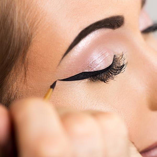 draw eyeliner